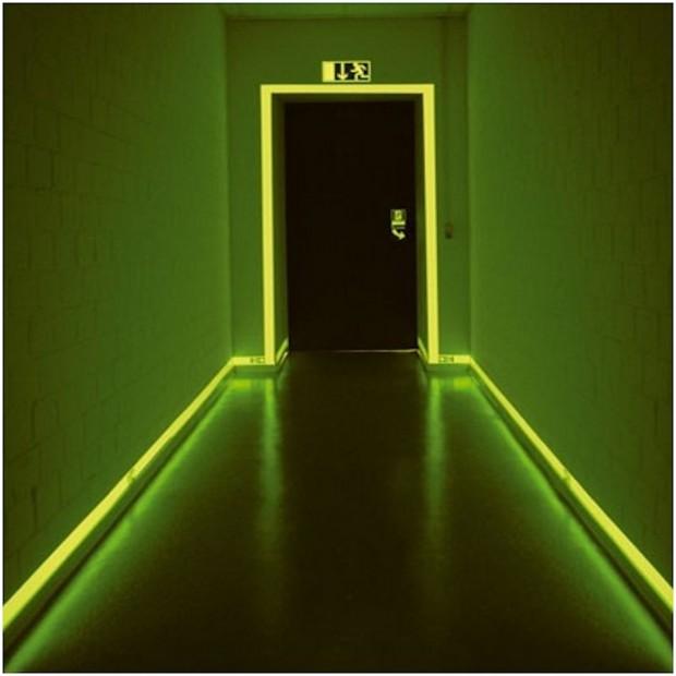 Les nouvelles peintures photoluminescentes le bricomag - Contour porte interieur ...