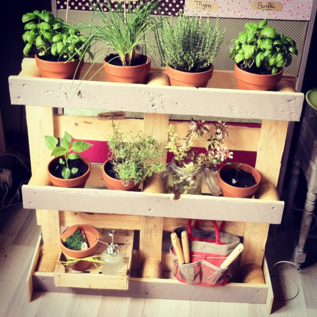 Harmoniser un espace relaxant une terrasse bien d corer - Brouette decorative en bois pour plantes exterieur ...