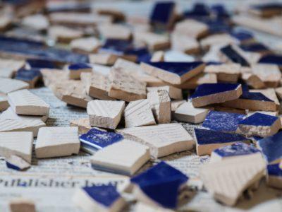 Réparer un objet en céramique avec Kintsugi